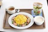 ベーコンと茸のクリームソースオムライス