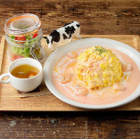 海老とブロッコリーのトマトクリームオムライス