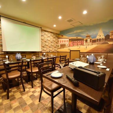 炭焼きタンドールと55種食べ放題 シルザナ 市ヶ谷店 店内の画像