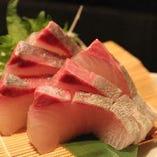 漁港直送!鮮度抜群の旬魚をお造りでご提供いたします。