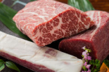 熊本で手間をかけて肥育された馬肉にこだわった馬刺しをご提供。
