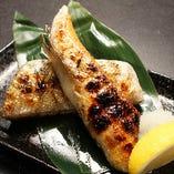 銀鮭ハラス焼き/ホタテフライ