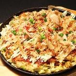 はんぺん明太チーズ揚げ/やわらかモツ天ぷら/春キャベツの鉄板お好み焼き
