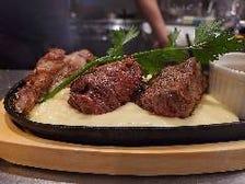 厳選したお肉のステーキ盛り合わせ