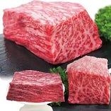 九州産和牛を存分に楽しめる超豪華な舟盛り!美味いこと間違いなしの超ド急のひと皿♪片手にビール、片手にお肉!堪らない組み合わせです♪