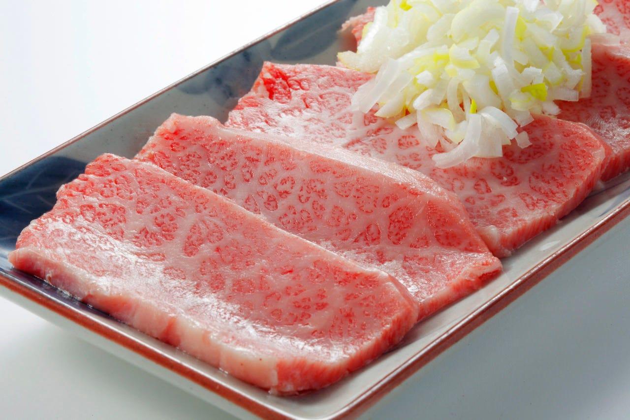 黒毛和牛特上カルビ 1,900円(税抜)