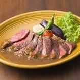 牛サーロインのステーキ 和風オニオンガーリックソース