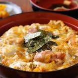 各店でも人気の「親子丼」とろっとろったまごと鶏のコラボ!!