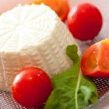 リコッタチーズとフルーツトマトのカプレーゼ