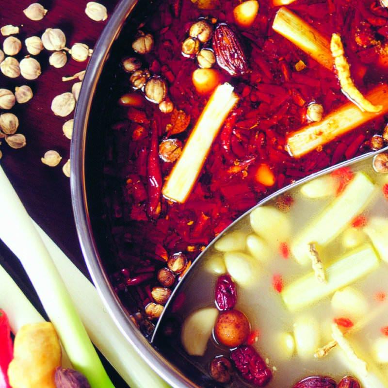 火鍋スープは店内で独自に漢方をブレンドした真似できない味です