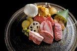 焼肉八種と旬野菜 二名様よりお一人様3,130円