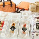 [名物小籠包をご自宅で♪] 贈り物にも最適!!店頭にて販売中です
