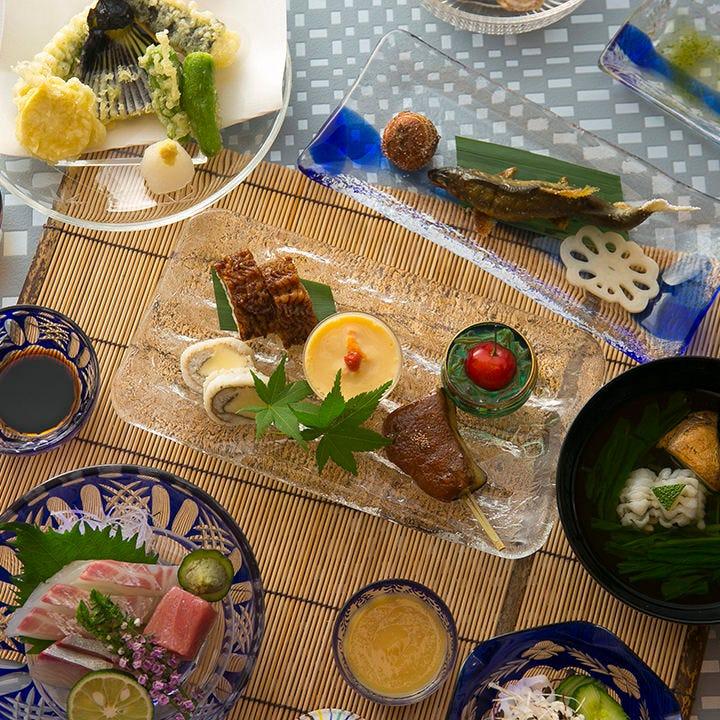 """""""京都らしさ""""に満ちた老舗で味わう、季節ごとの京料理"""