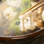 お出汁にも鱧の骨を使い、奥行きのある味わいに。染み出た旨みはぞうすいで、余すところなくお楽しみください