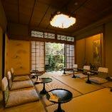 数寄屋造りのお部屋で、中庭を眺めながら京料理を堪能ください