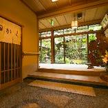 世代を超えて愛され、創業100年。 ぼたん鍋を中心とした、京都鞍馬口の日本料理店です。