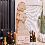 ワインの守護聖人であるサン・ヴァンサンがお出迎え