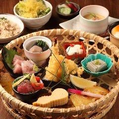 花籠御膳(季節の土鍋御飯入り)