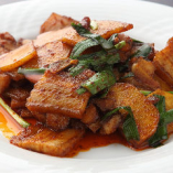 四川ホイコウロウは、豚バラにジャガイモ、ニラなどを使用!ビールや紹興酒に合います!