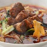 【人気の刀削麺】もちもちの麺と特製のスープがよく絡みます!