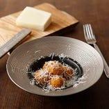 サトイモのフリット ペコリーノチーズ