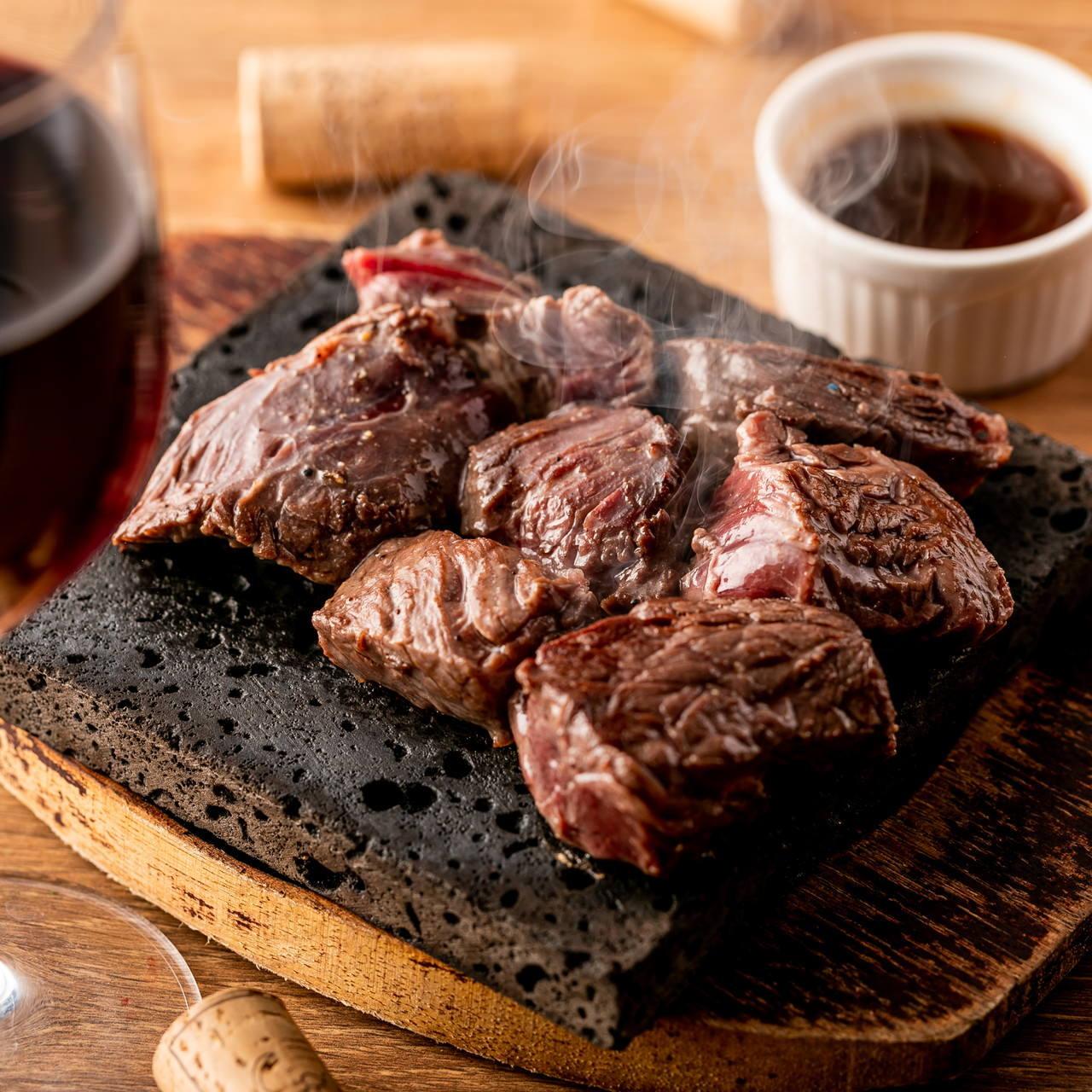 ★牛ハラミの溶岩焼き★柔らかく、溢れる肉汁が味わい深い一品!