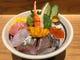 ランチ人気NO1の厳選海鮮丼。ご賞味くださいませ。