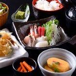 ランチメニューは、御膳、丼物を多彩にご用意しております!