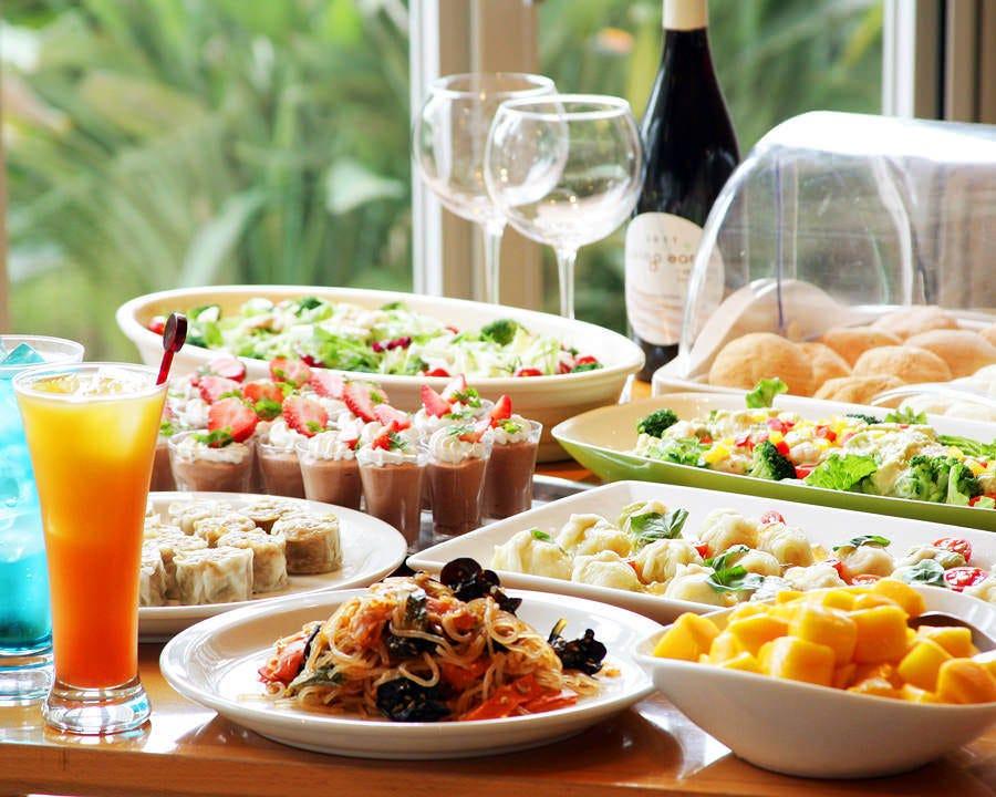 和食、洋食をビュッフェスタイルでご提供