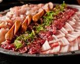 焼肉は22~54種が食べ放題!