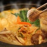 〈頓珍館鍋〉 味噌仕立ての具だくさん鍋が当店人気No.1