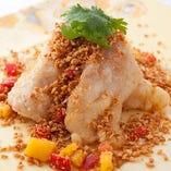 ふぐ免許も取得した料理長が作る中華では珍しいふぐ料理も魅力。