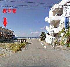 まっすぐ進んで、突き当ると左に家守家と駐車場があります。到着です♪
