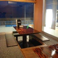 人気の窓側のお席(早い時間のご予約のお客様優先でご案内