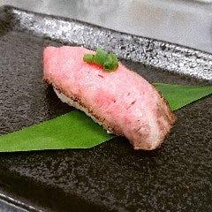 県産黒毛和牛ローストビーフの握り寿司