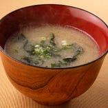お食事の最後には美味しいお味噌汁をサービス致します【信州】