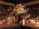 ■銀座のバー 約500種類以上の洋酒が並ぶバック・バー