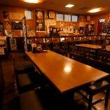 【25〜60名様】活気あふれる賑やかな店内で焼き鳥や逸品を堪能する貸切ご宴会