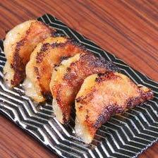 肉汁溢れる手作り餃子