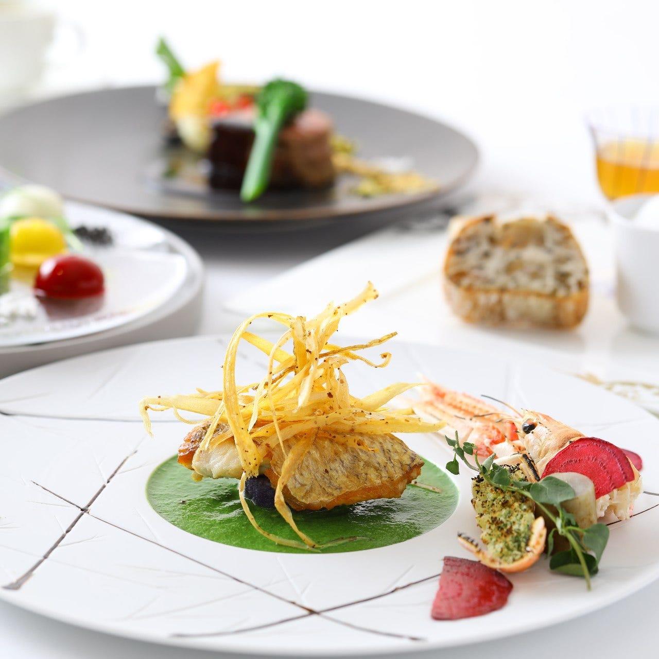 季節感あるこだわりのお料理が並ぶディナーは6,000円(税込)~