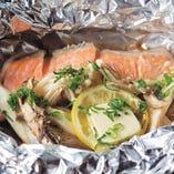 脂ののったキングサーモンを使っているため、一般的な鮭のホイル焼きとはまた違った味わいが楽しめます。