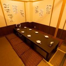 掘りごたつ式の完全個室を完備