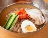 〆の韓国冷麺