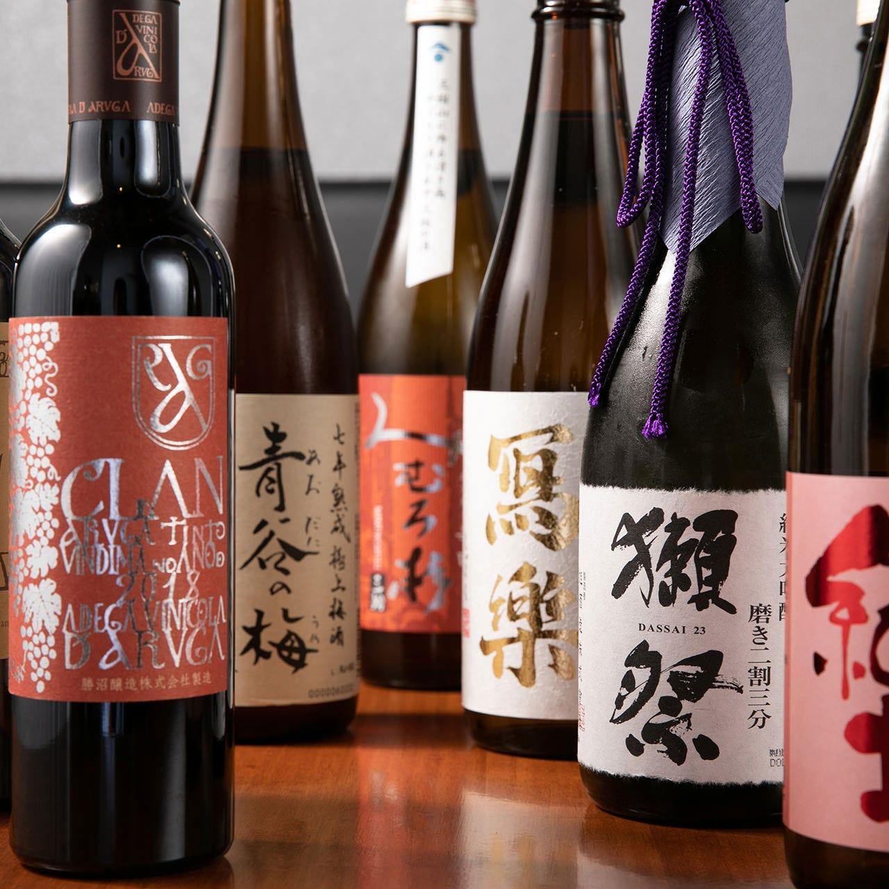 日本酒は人気の銘柄からプレミアムなものまで揃えております