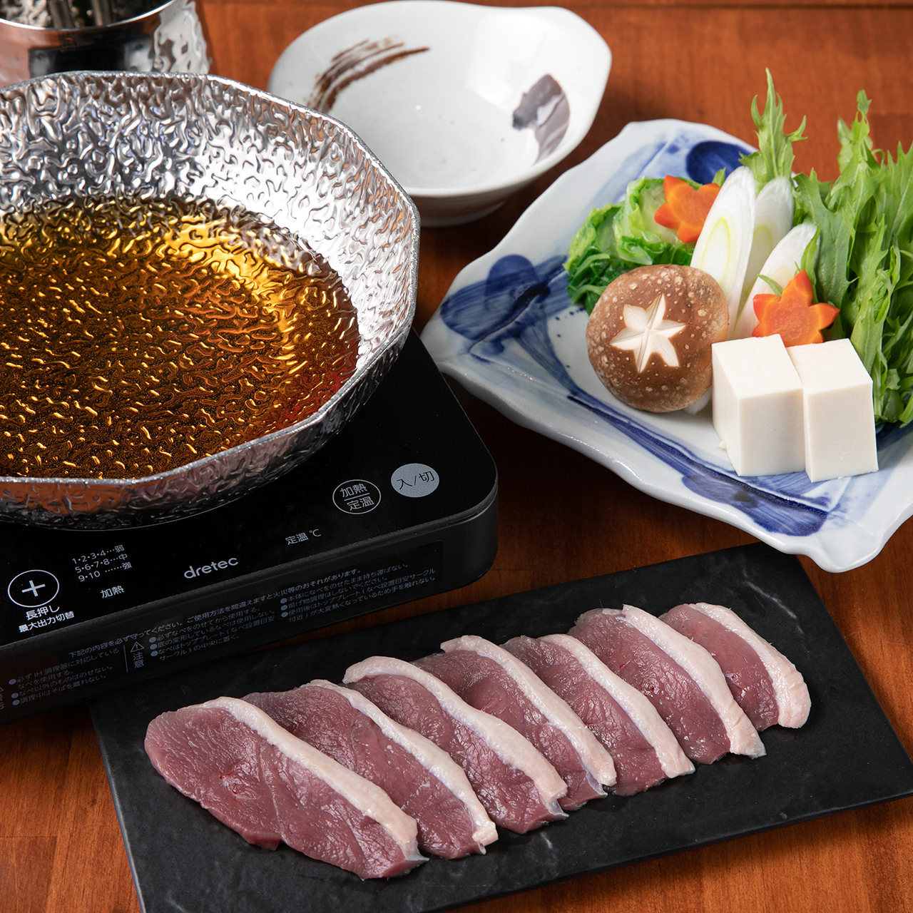 毎日丁寧に仕込む自家製出汁と厳選素材を味わう自慢の鍋料理