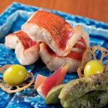 北新地の日本料理店などで腕を磨いた料理人仕立てる逸品