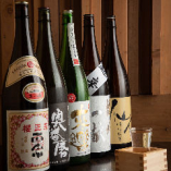 常時30種以上の日本酒や焼酎をご用意。隠れ銘酒はスタッフまで!