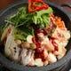 国産のテッチャンと野菜を石鍋で炊く、オススメの一鍋!