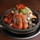 たくさんの魚介を特製ダレで炊く、海鮮鍋!大人気♪