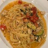テイクアウトパスタ カジキマグロと季節野菜のビアンコ